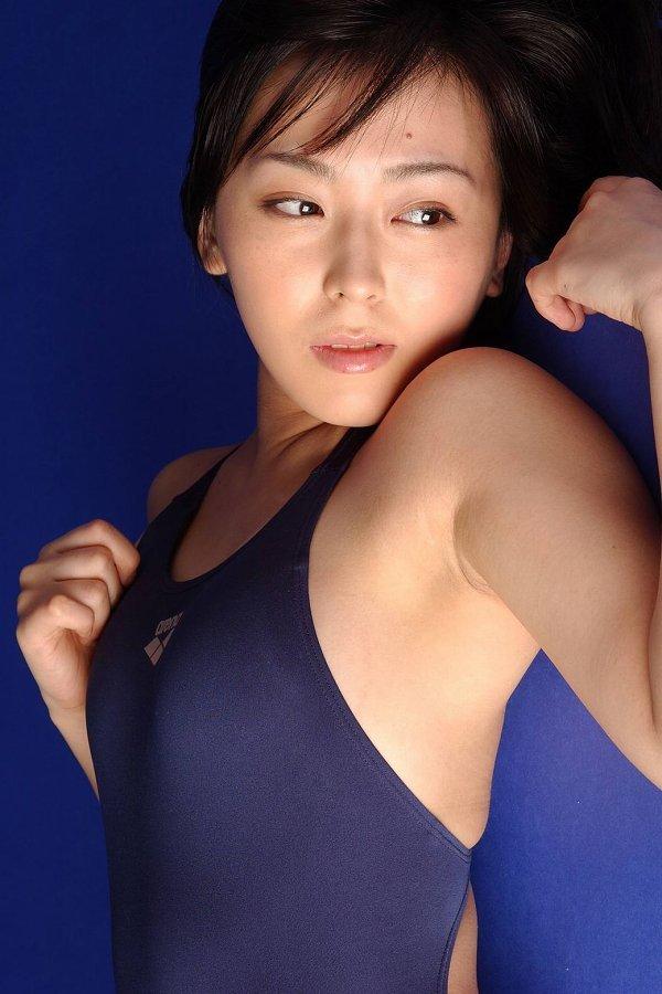 浜田由梨 エロい競泳水着やスクール水着グラビア画像38枚
